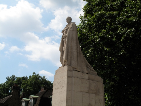 Statue of George V