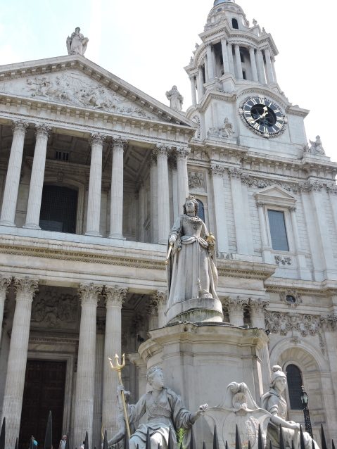 St. Paul's Cathedral, London - The Queen Anne statue
