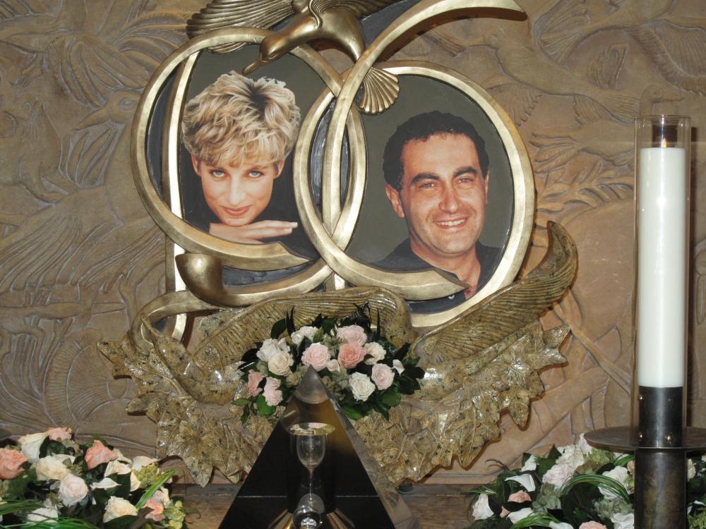 Diana & Dodi Memorial at Harrods (6/6)